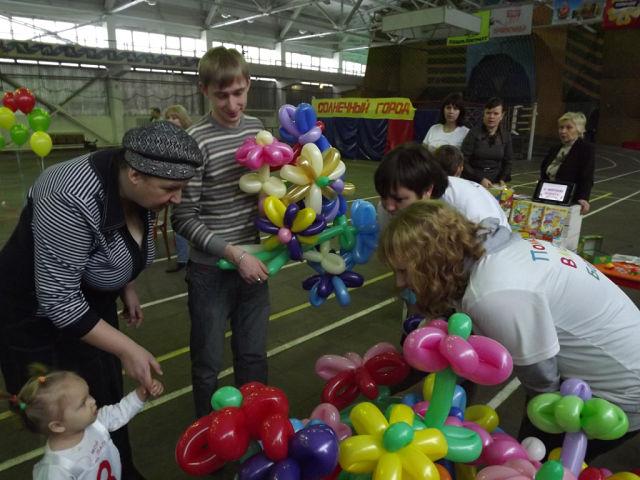 малышам нравятся шарики