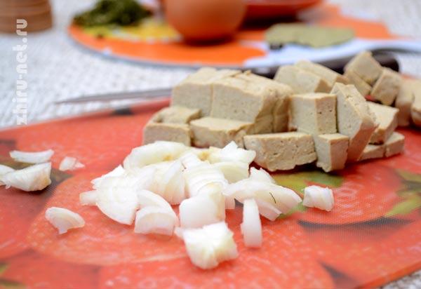 лук-и-тофу-кубиками
