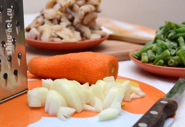 лук-кубиками-морковь-на-терке