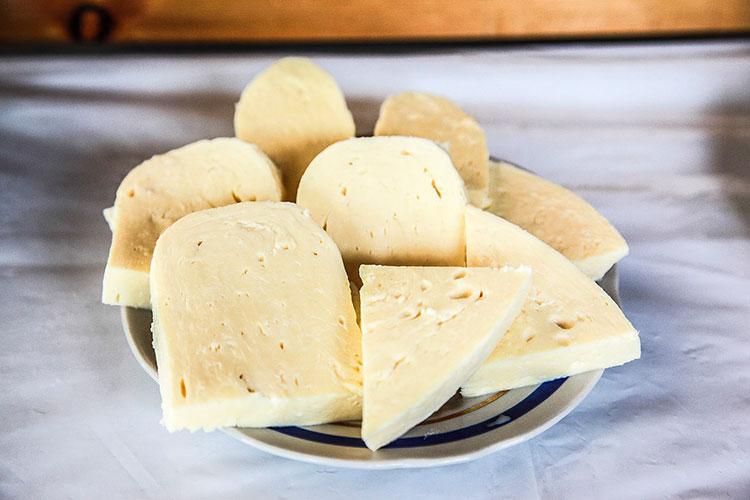 syr-suluguni-domashhnij